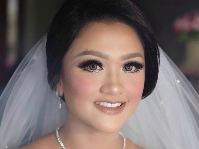 5 Pilihan Warna Lipstik yang Bisa Anda Gunakan untuk Hari Pernikahan