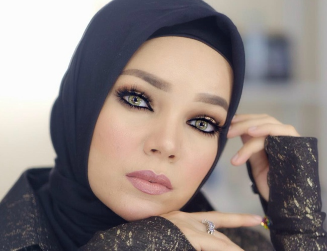 Mulai Dari Nude Hingga Bold, Ini Inspirasi Makeup Ala Dewi -3252