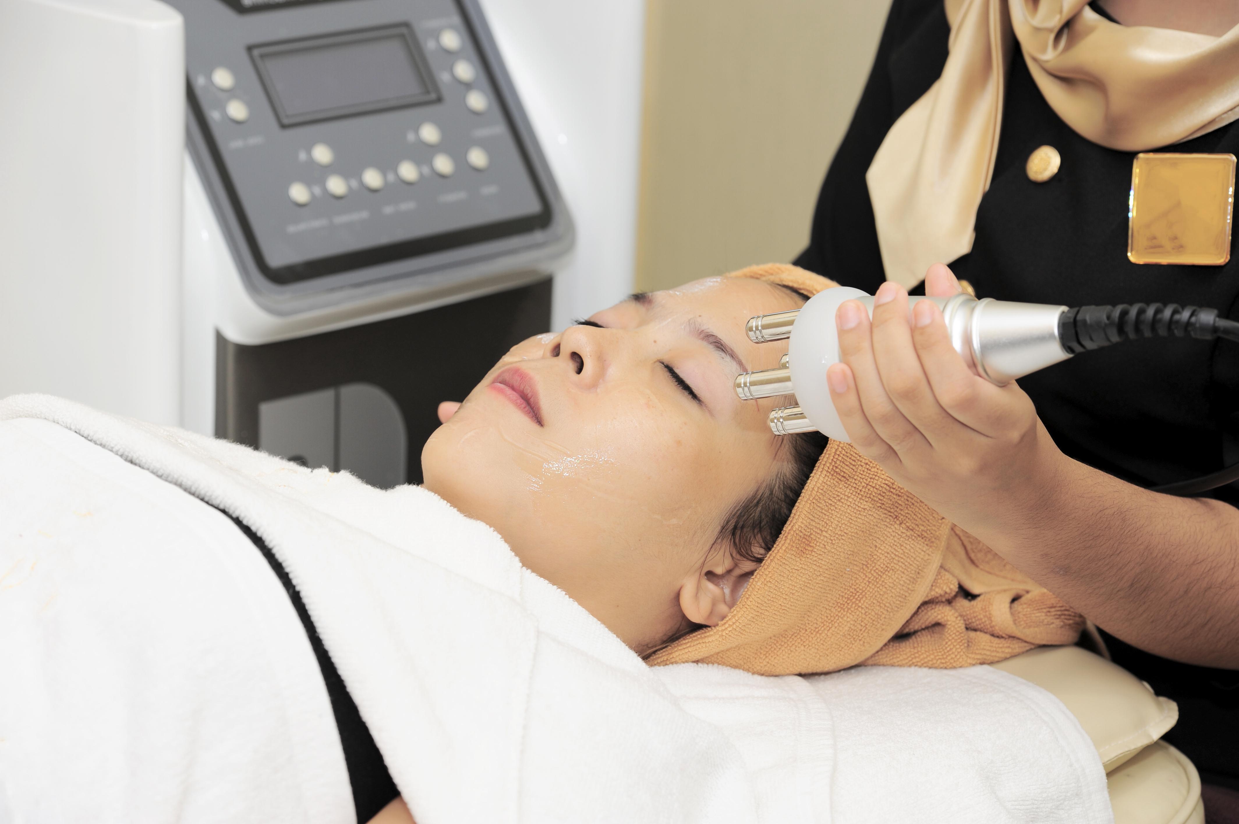 Biaya Perawatan Wajah Berjerawat Bopeng Diclinik E3a