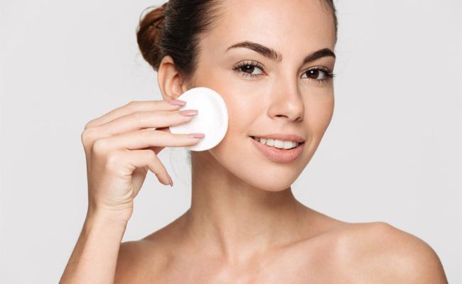 Tidak Sengaja Membuat Jerawat Pecah Ini Yang Harus Anda Lakukan Untuk Menanganinya Beauty Journal