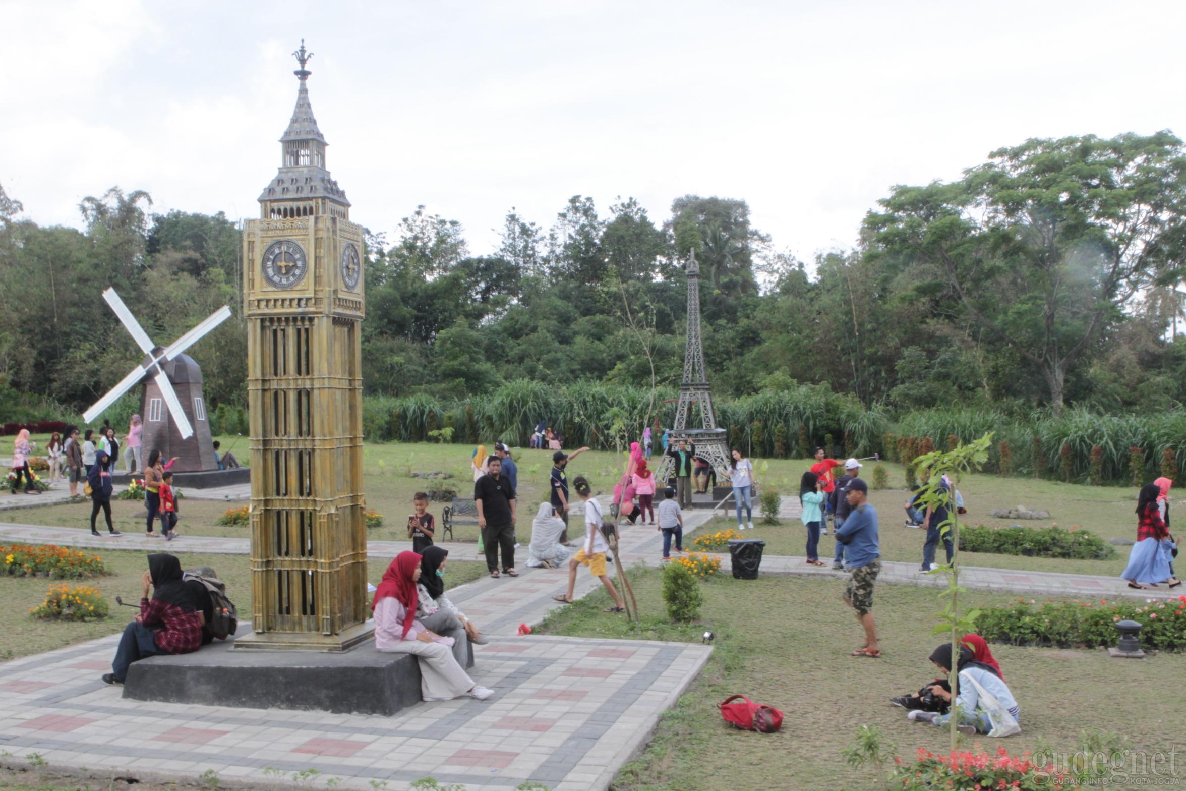 Lokasi Wisata Di Indonesia Dengan Replika World S Landmark